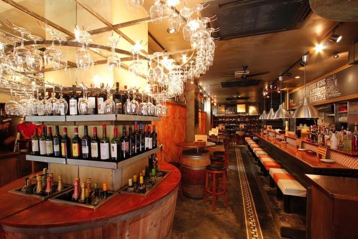 「上原ワインライブラリー ESOLA」料理 633785 ワイングラスのシャンデリア☆